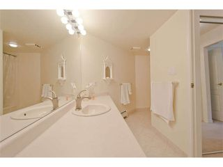 """Photo 13: 102 15111 RUSSELL Avenue: White Rock Condo for sale in """"Pacific Terrace"""" (South Surrey White Rock)  : MLS®# F1413147"""