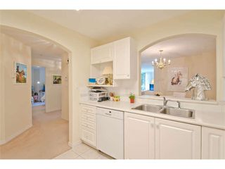 """Photo 8: 102 15111 RUSSELL Avenue: White Rock Condo for sale in """"Pacific Terrace"""" (South Surrey White Rock)  : MLS®# F1413147"""