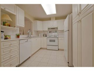 """Photo 7: 102 15111 RUSSELL Avenue: White Rock Condo for sale in """"Pacific Terrace"""" (South Surrey White Rock)  : MLS®# F1413147"""