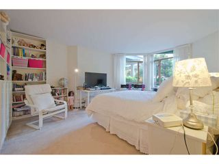 """Photo 11: 102 15111 RUSSELL Avenue: White Rock Condo for sale in """"Pacific Terrace"""" (South Surrey White Rock)  : MLS®# F1413147"""