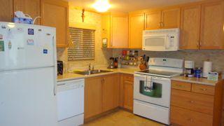 """Photo 3: 206 1830 MAMQUAM Road in Squamish: Garibaldi Estates Manufactured Home for sale in """"Timbertown"""" : MLS®# R2010543"""
