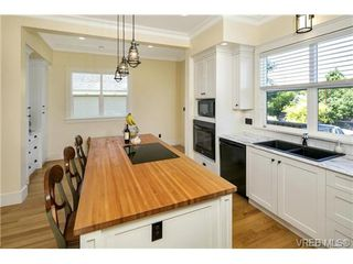 Photo 6: 2280 Florence St in VICTORIA: OB Henderson Single Family Detached for sale (Oak Bay)  : MLS®# 736707
