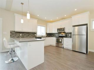 Photo 9: 2389 Lund Rd in VICTORIA: VR Six Mile Single Family Detached for sale (View Royal)  : MLS®# 746537