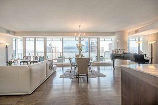 "Photo 9: 2402 1011 W CORDOVA Street in Vancouver: Coal Harbour Condo for sale in ""FAIRMONT PACIFIC RIM"" (Vancouver West)  : MLS®# R2159194"