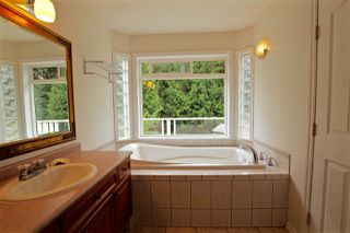 Photo 13: 423 HARRY Road in Gibsons: Gibsons & Area House for sale (Sunshine Coast)  : MLS®# R2185959