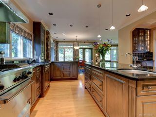 Photo 13: 3220 Exeter Road in VICTORIA: OB Uplands Single Family Detached for sale (Oak Bay)  : MLS®# 408971