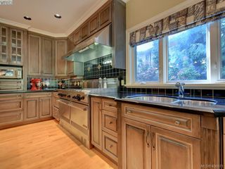 Photo 12: 3220 Exeter Road in VICTORIA: OB Uplands Single Family Detached for sale (Oak Bay)  : MLS®# 408971