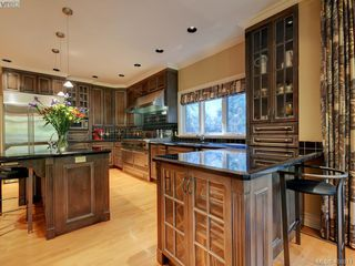 Photo 9: 3220 Exeter Road in VICTORIA: OB Uplands Single Family Detached for sale (Oak Bay)  : MLS®# 408971