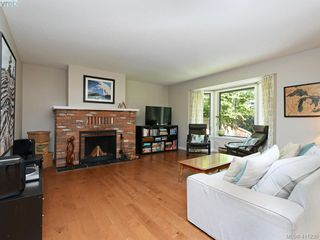 Photo 5: 4 1096 Stoba Lane in VICTORIA: SE Quadra Row/Townhouse for sale (Saanich East)  : MLS®# 411230
