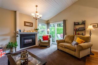 "Photo 1: 6013 E GREENSIDE Drive in Surrey: Cloverdale BC Townhouse for sale in ""Greenside"" (Cloverdale)  : MLS®# R2383724"