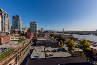 "Photo 3: 1105 680 CLARKSON Street in New Westminster: Downtown NW Condo for sale in ""THE CLARKSON"" : MLS®# R2409786"