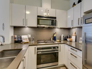 """Photo 7: 307 105 W 2ND Street in North Vancouver: Lower Lonsdale Condo for sale in """"Wallace and McDowell"""" : MLS®# R2412599"""