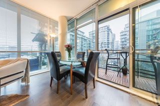 Photo 3: 304 38 W 1ST Avenue in Vancouver: False Creek Condo for sale (Vancouver West)  : MLS®# R2424453