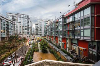 Photo 11: 304 38 W 1ST Avenue in Vancouver: False Creek Condo for sale (Vancouver West)  : MLS®# R2424453