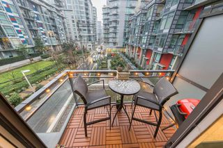 Photo 10: 304 38 W 1ST Avenue in Vancouver: False Creek Condo for sale (Vancouver West)  : MLS®# R2424453