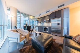 Photo 1: 304 38 W 1ST Avenue in Vancouver: False Creek Condo for sale (Vancouver West)  : MLS®# R2424453