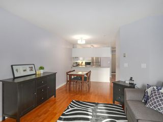 """Photo 5: 408 135 ELEVENTH Street in New Westminster: Uptown NW Condo for sale in """"QUEENS TERRACE"""" : MLS®# R2445118"""