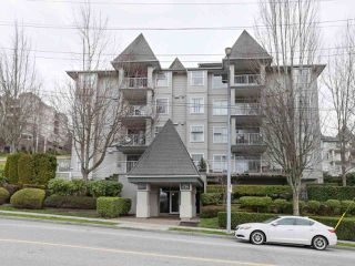 """Photo 3: 408 135 ELEVENTH Street in New Westminster: Uptown NW Condo for sale in """"QUEENS TERRACE"""" : MLS®# R2445118"""