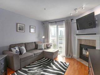"""Photo 4: 408 135 ELEVENTH Street in New Westminster: Uptown NW Condo for sale in """"QUEENS TERRACE"""" : MLS®# R2445118"""