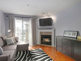 """Photo 2: 408 135 ELEVENTH Street in New Westminster: Uptown NW Condo for sale in """"QUEENS TERRACE"""" : MLS®# R2445118"""