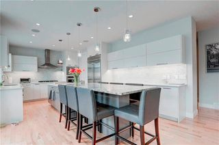 Photo 3: 2704 LIONEL Crescent SW in Calgary: Lakeview Detached for sale : MLS®# C4297137