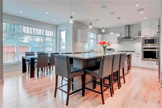 Photo 2: 2704 LIONEL Crescent SW in Calgary: Lakeview Detached for sale : MLS®# C4297137