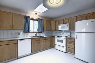 Photo 2: 2218 19 Street NE in Calgary: Vista Heights Detached for sale : MLS®# A1041031