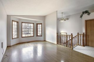 Photo 11: 2218 19 Street NE in Calgary: Vista Heights Detached for sale : MLS®# A1041031