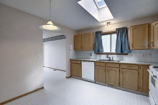 Photo 4: 2218 19 Street NE in Calgary: Vista Heights Detached for sale : MLS®# A1041031