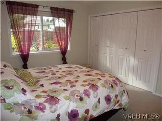 Photo 7: 14 2560 Wilcox Terr in VICTORIA: CS Tanner Row/Townhouse for sale (Central Saanich)  : MLS®# 588799