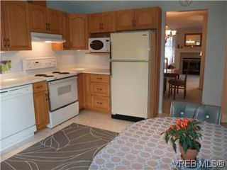 Photo 12: 14 2560 Wilcox Terr in VICTORIA: CS Tanner Row/Townhouse for sale (Central Saanich)  : MLS®# 588799