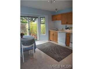 Photo 11: 14 2560 Wilcox Terr in VICTORIA: CS Tanner Row/Townhouse for sale (Central Saanich)  : MLS®# 588799