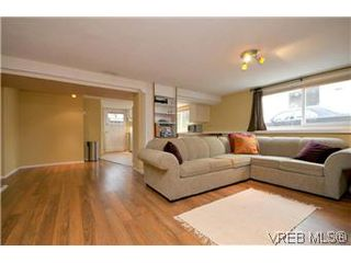 Photo 11: 2048 Newton St in VICTORIA: OB Henderson House for sale (Oak Bay)  : MLS®# 593355