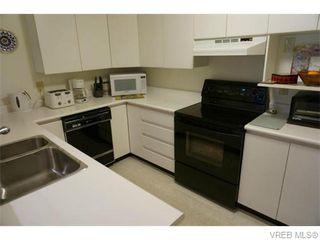 Photo 7: 102 1477 Yale St in VICTORIA: OB South Oak Bay Condo Apartment for sale (Oak Bay)  : MLS®# 745945