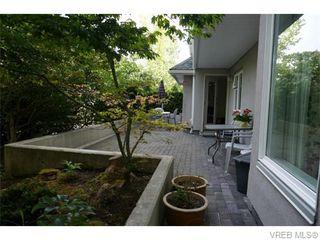 Photo 4: 102 1477 Yale St in VICTORIA: OB South Oak Bay Condo Apartment for sale (Oak Bay)  : MLS®# 745945