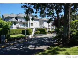 Photo 1: 102 1477 Yale St in VICTORIA: OB South Oak Bay Condo Apartment for sale (Oak Bay)  : MLS®# 745945