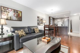 """Photo 4: 620 1088 RICHARDS Street in Vancouver: Yaletown Condo for sale in """"RICHARDS LIVING"""" (Vancouver West)  : MLS®# R2154571"""