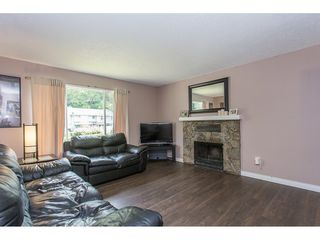 Photo 4: 2403 CAMERON Crescent in Abbotsford: Abbotsford East House for sale : MLS®# R2183753