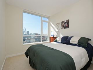 """Photo 10: 1306 821 CAMBIE Street in Vancouver: Downtown VW Condo for sale in """"RAFFLES ON ROBSON"""" (Vancouver West)  : MLS®# R2186091"""