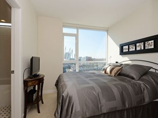 """Photo 8: 1306 821 CAMBIE Street in Vancouver: Downtown VW Condo for sale in """"RAFFLES ON ROBSON"""" (Vancouver West)  : MLS®# R2186091"""