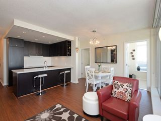 """Photo 5: 1306 821 CAMBIE Street in Vancouver: Downtown VW Condo for sale in """"RAFFLES ON ROBSON"""" (Vancouver West)  : MLS®# R2186091"""
