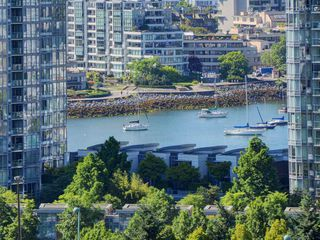 """Photo 2: 1306 821 CAMBIE Street in Vancouver: Downtown VW Condo for sale in """"RAFFLES ON ROBSON"""" (Vancouver West)  : MLS®# R2186091"""
