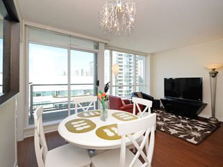 """Photo 6: 1306 821 CAMBIE Street in Vancouver: Downtown VW Condo for sale in """"RAFFLES ON ROBSON"""" (Vancouver West)  : MLS®# R2186091"""