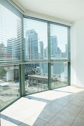 "Photo 6: 707 1188 HOWE Street in Vancouver: Downtown VW Condo for sale in ""1188 HOWE"" (Vancouver West)  : MLS®# R2189781"