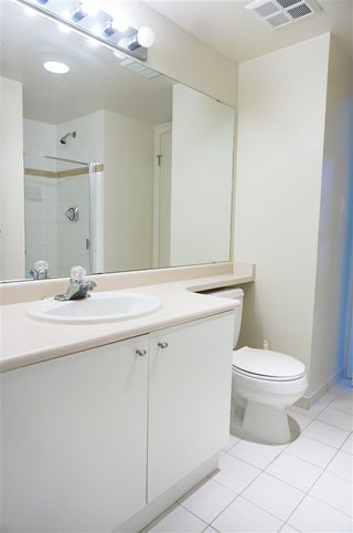 "Photo 9: 707 1188 HOWE Street in Vancouver: Downtown VW Condo for sale in ""1188 HOWE"" (Vancouver West)  : MLS®# R2189781"