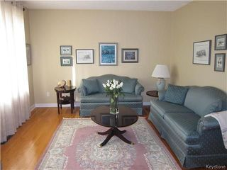 Photo 2: 213 Horton Avenue West in Winnipeg: West Transcona Residential for sale (3L)  : MLS®# 1726814