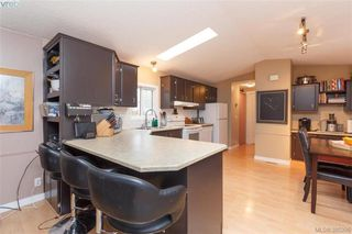 Photo 5: 201 2779 Stautw Rd in SAANICHTON: CS Hawthorne Manufactured Home for sale (Central Saanich)  : MLS®# 774373