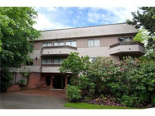 "Photo 1: 104 2190 W 8TH Avenue in Vancouver: Kitsilano Condo for sale in ""WESTWOOD VILLA"" (Vancouver West)  : MLS®# R2227406"