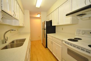 "Photo 6: 104 2190 W 8TH Avenue in Vancouver: Kitsilano Condo for sale in ""WESTWOOD VILLA"" (Vancouver West)  : MLS®# R2227406"