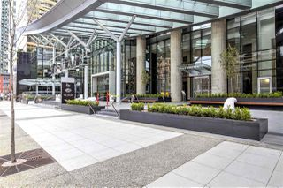 """Photo 15: 6302 1151 W GEORGIA Street in Vancouver: Coal Harbour Condo for sale in """"TRUMP TOWER"""" (Vancouver West)  : MLS®# R2232841"""